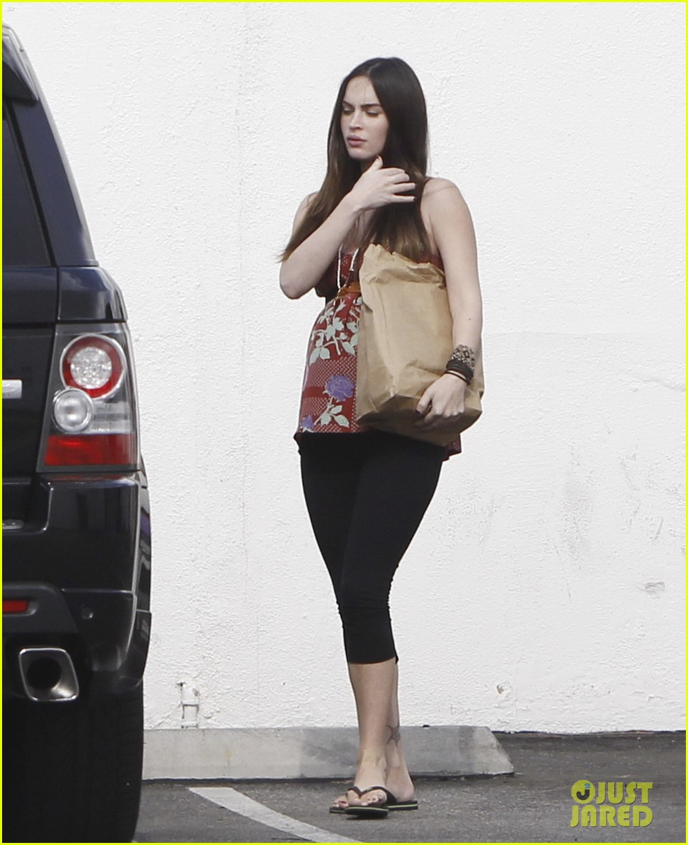 megan fox covers growing baby bump 13