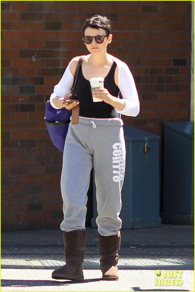 ginnifer goodwin starbucks stop after ballet 06