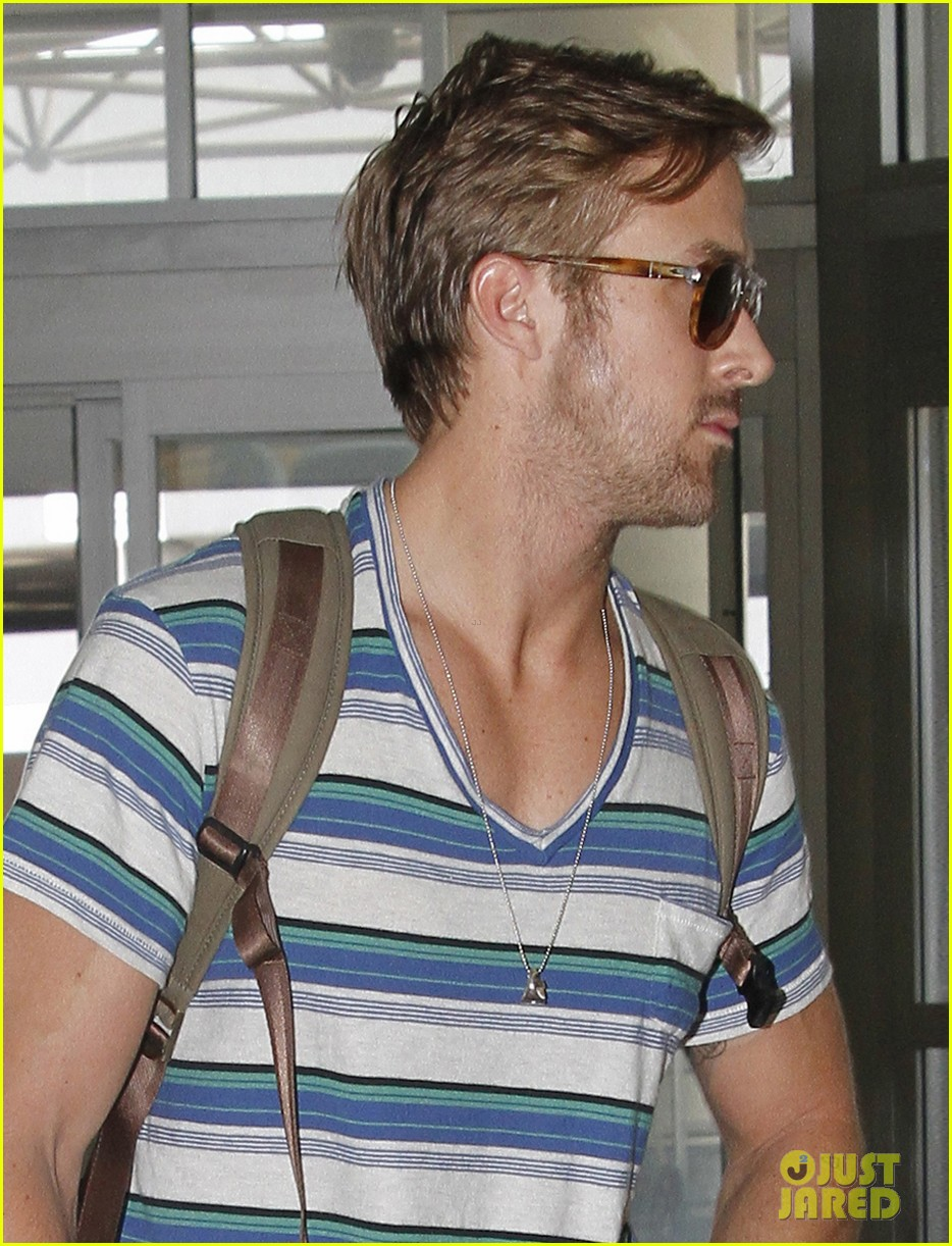ryan gosling leaving new orleans 02