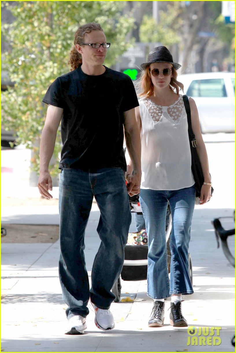 january jones holding hands mystery man 012705623