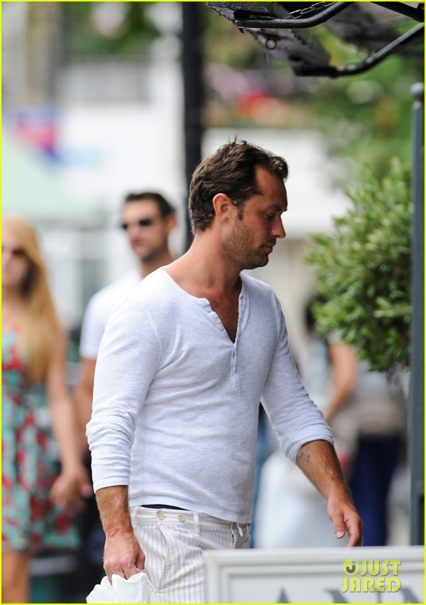 jude law shopping rudy iris 02
