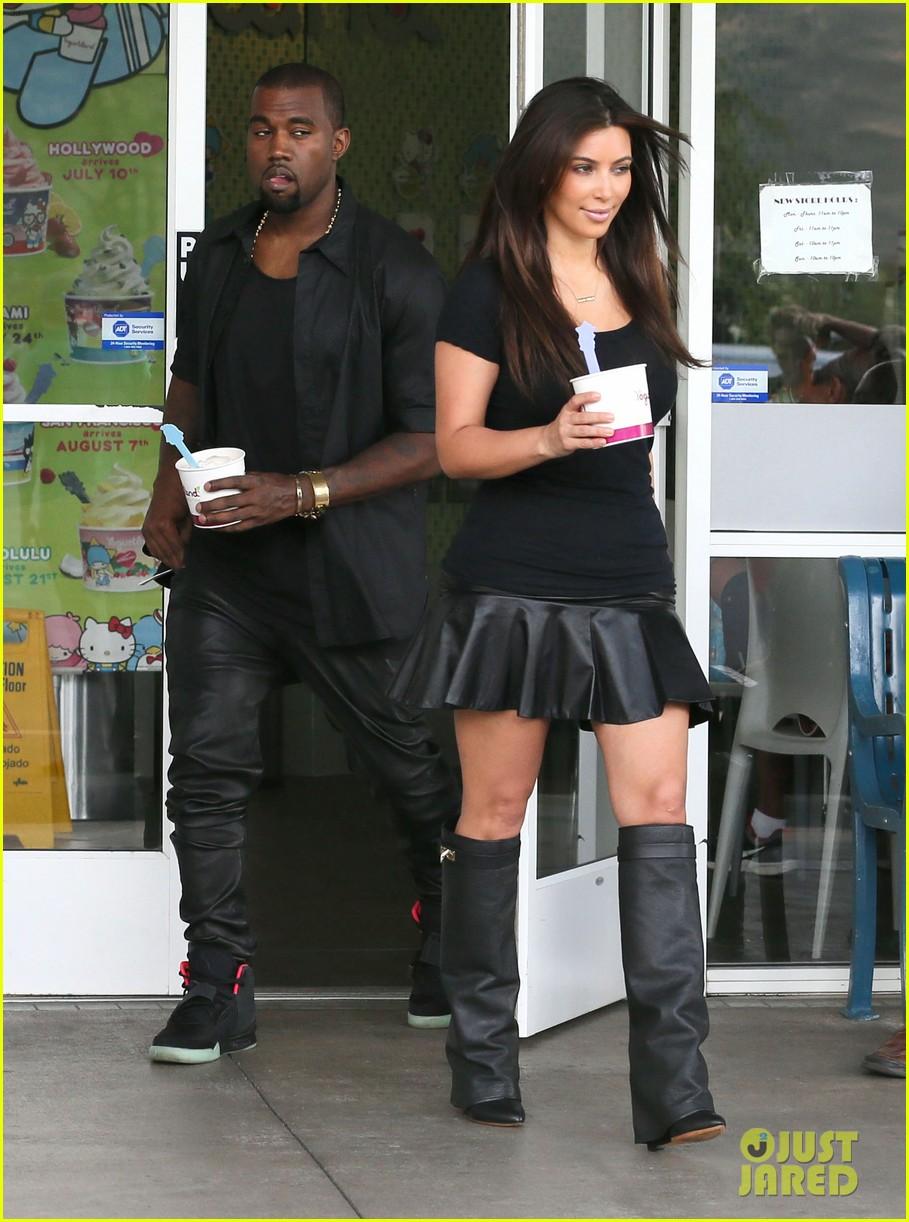 kim kardashian kanye west yogurtland twosome 032703654