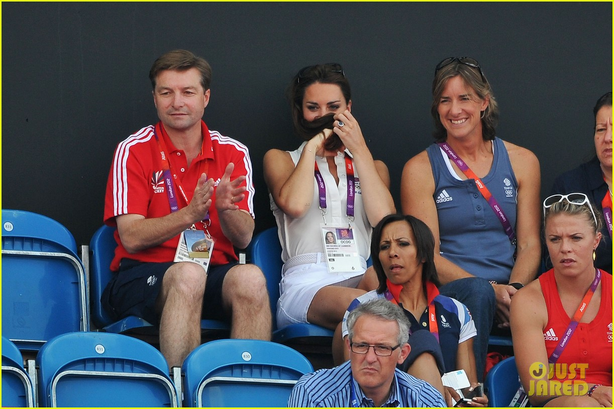 duchess kate womens hockey summer olympics 09