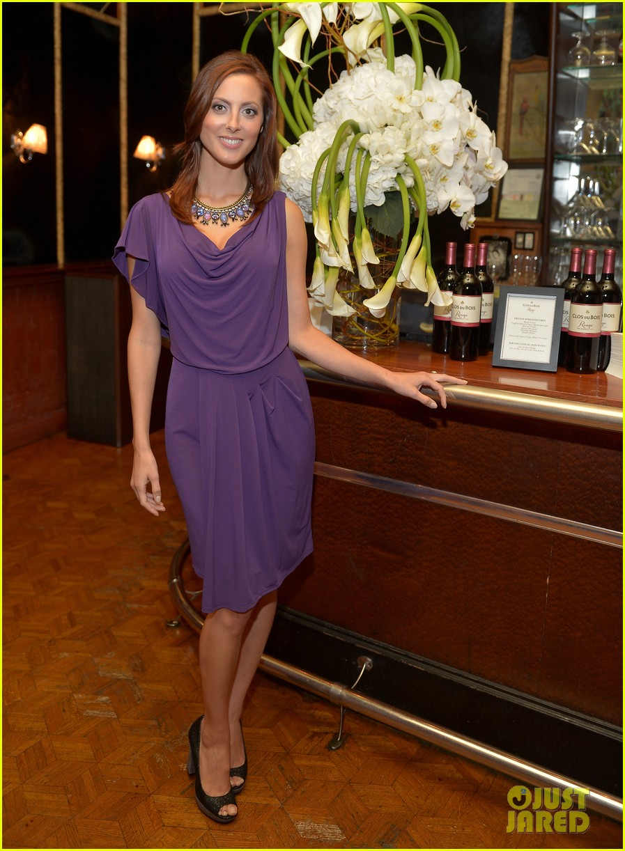 jaime king mandy moore clos du bois rouge launch 032707263