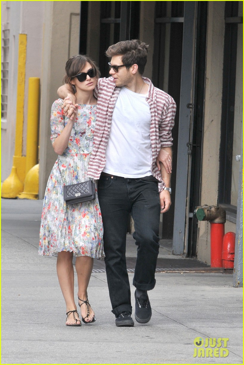 keira knightley soho stroll with james righton 03