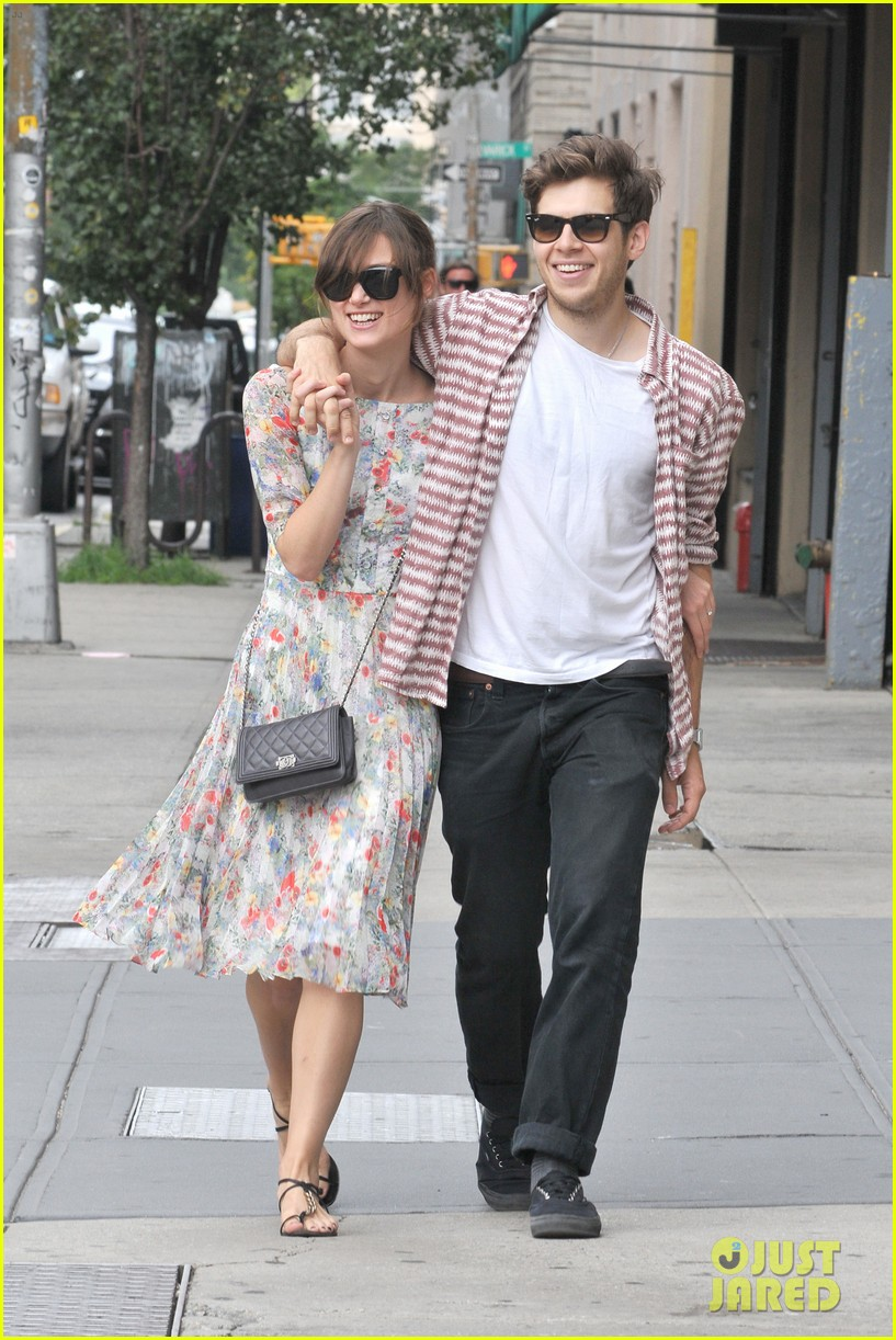 keira knightley soho stroll with james righton 04
