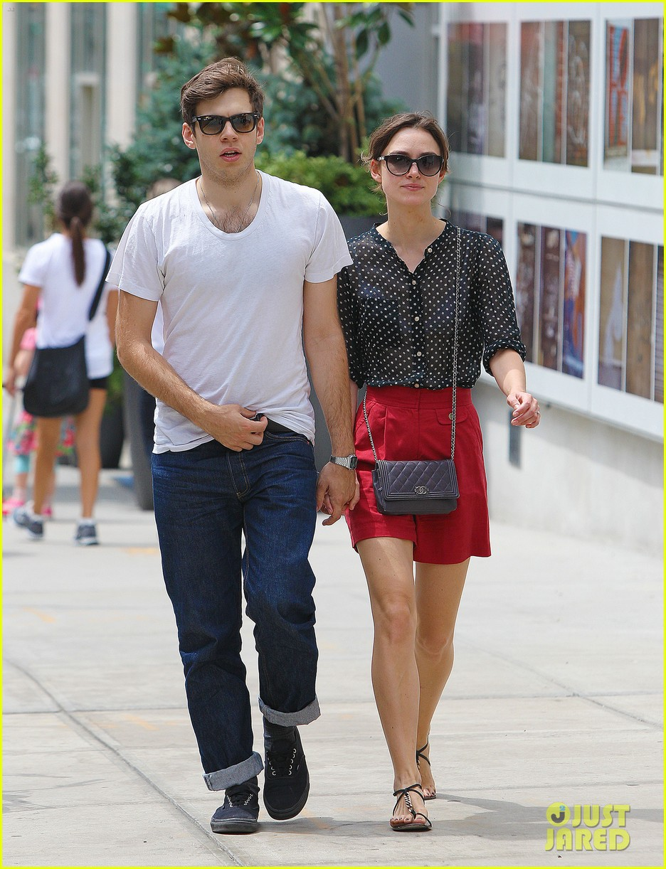 keira knightley stroll with james righton 05