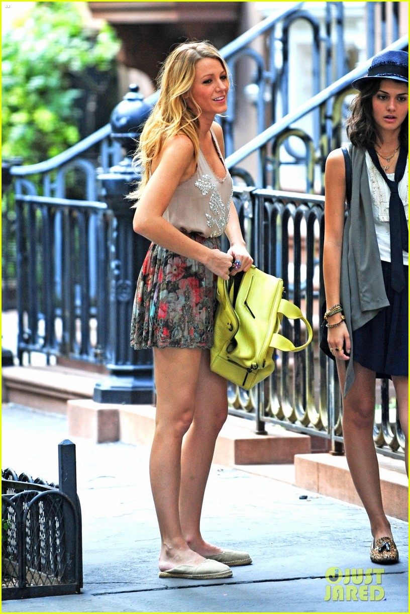 blake lively gossip girl set with chace penn 052695973