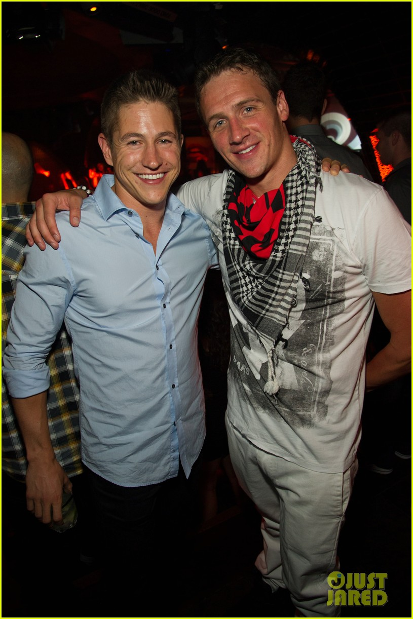 ryan lochte las vegas pool party weekend 24