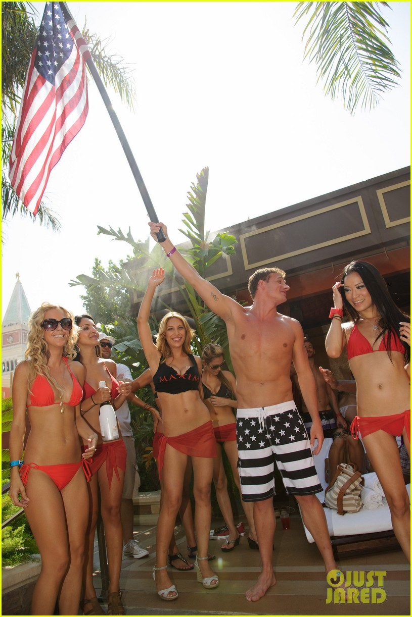 ryan lochte las vegas pool party weekend 45