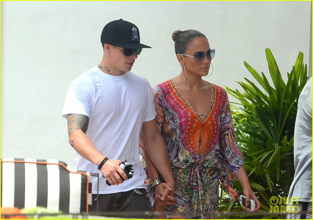 jennifer lopez south beach twins 25