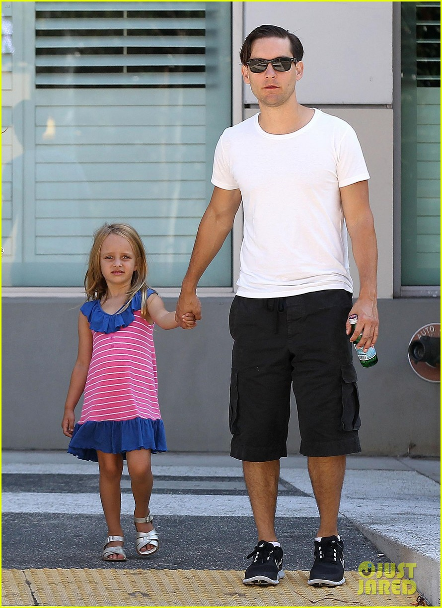 tobey maguire nicole richie birthday 07
