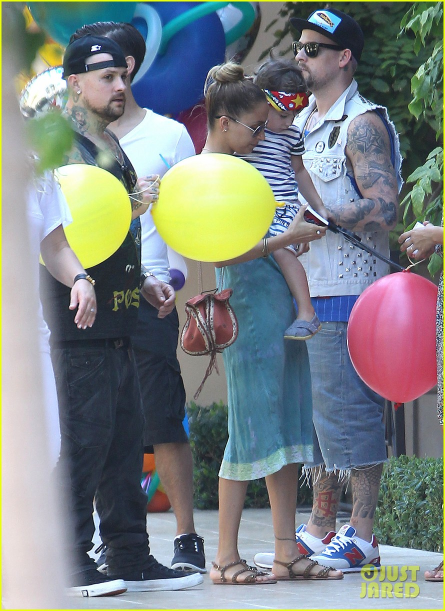 tobey maguire nicole richie birthday 28