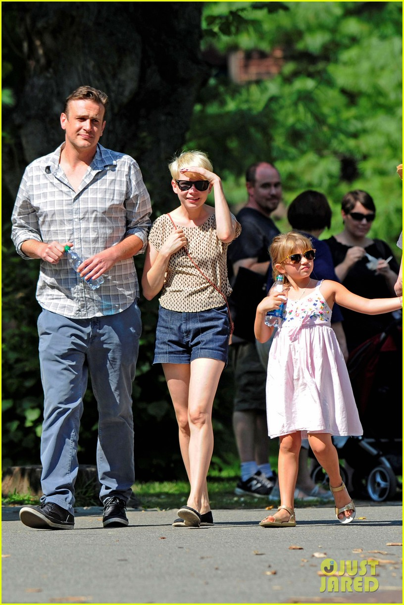 michelle williams bronx zoo jason segel matilda ledger 04