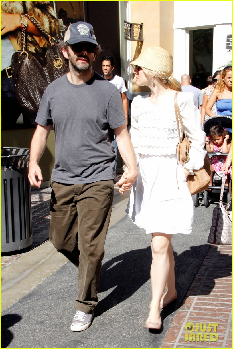 rachel mcadams michael sheen hold hands at the grove 022697531
