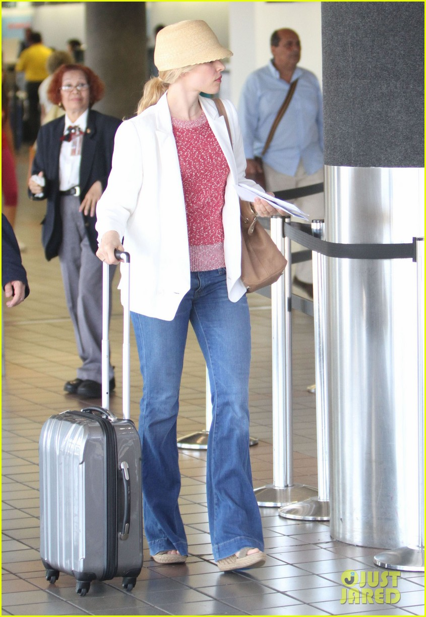 rachel mcadams michael sheen lax airport 10