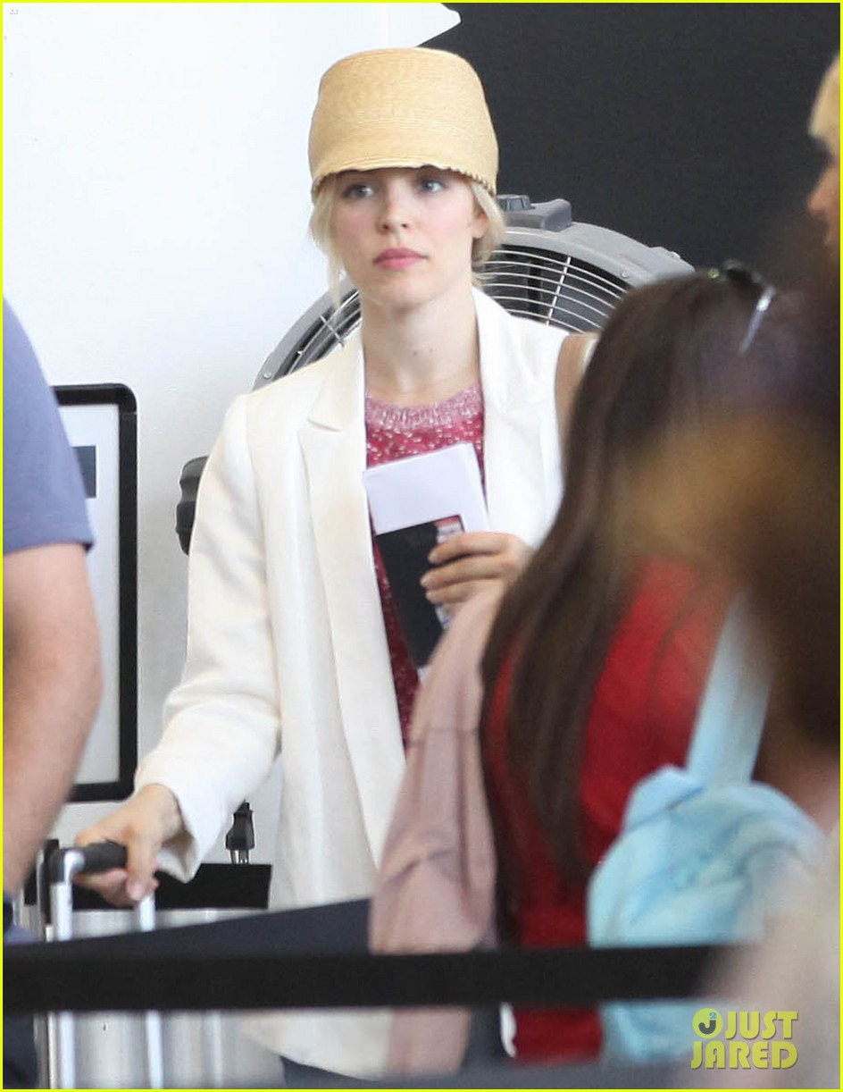 rachel mcadams michael sheen lax airport 14