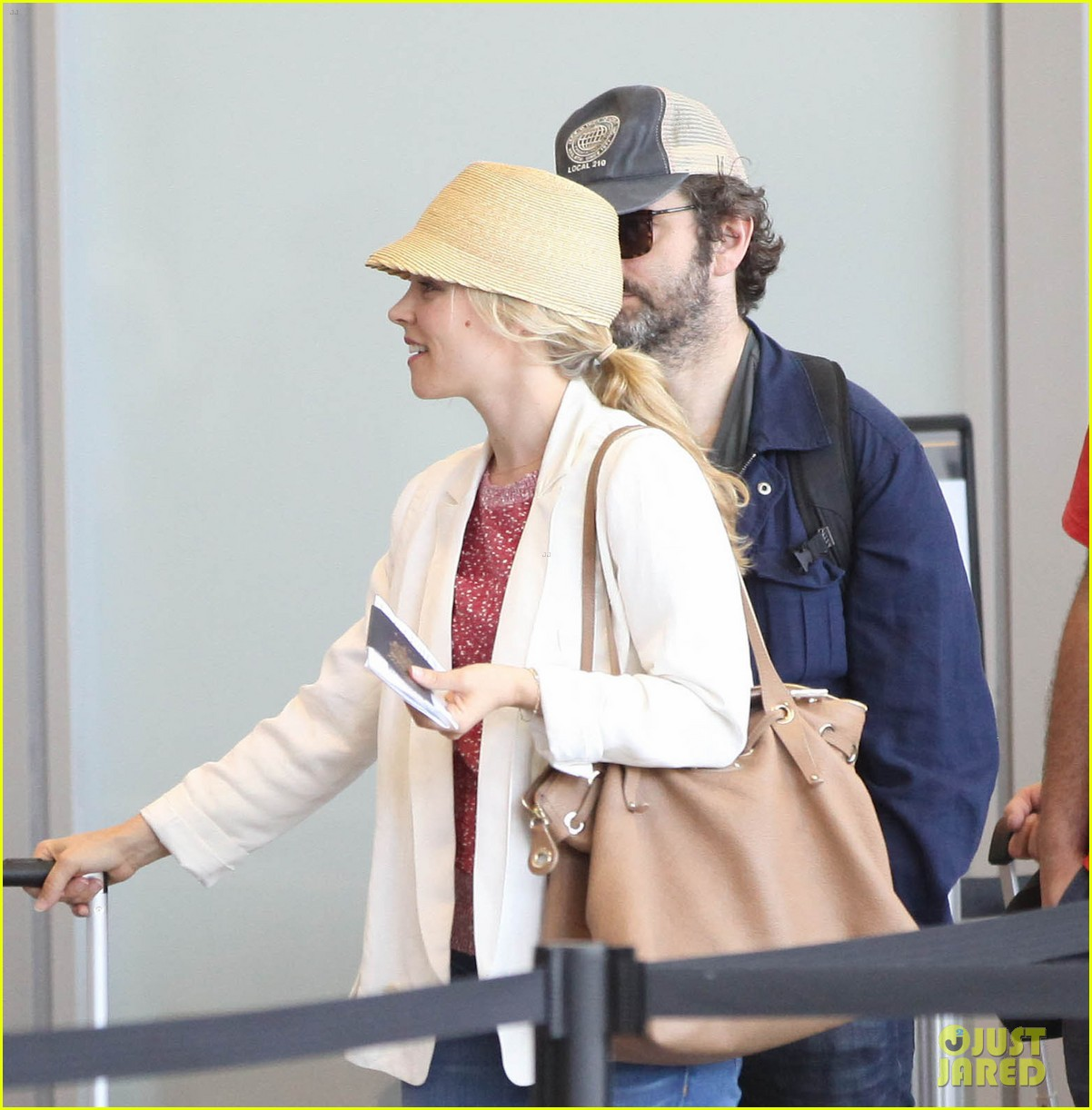 rachel mcadams michael sheen lax airport 15