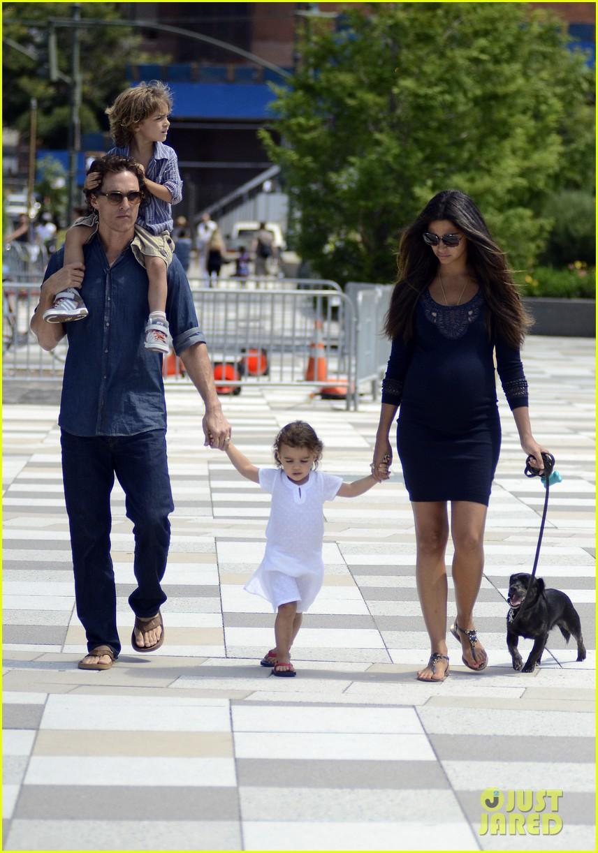 matthew mcconaughey family stroll 04