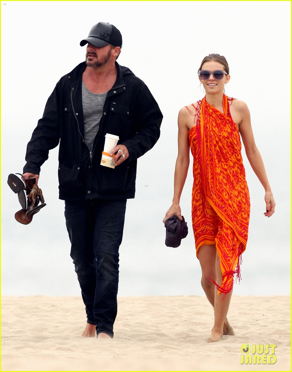 annalynne mccord sunset stroll with dominic purcell 03