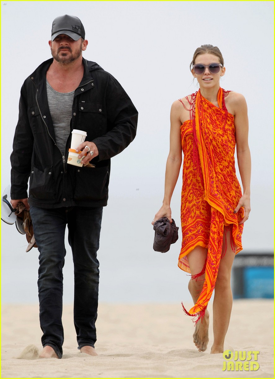 annalynne mccord sunset stroll with dominic purcell 05