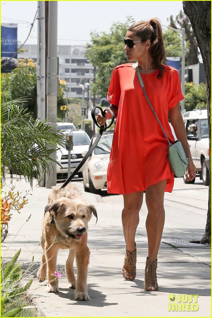 eva mendes beverly hills dog walker 13
