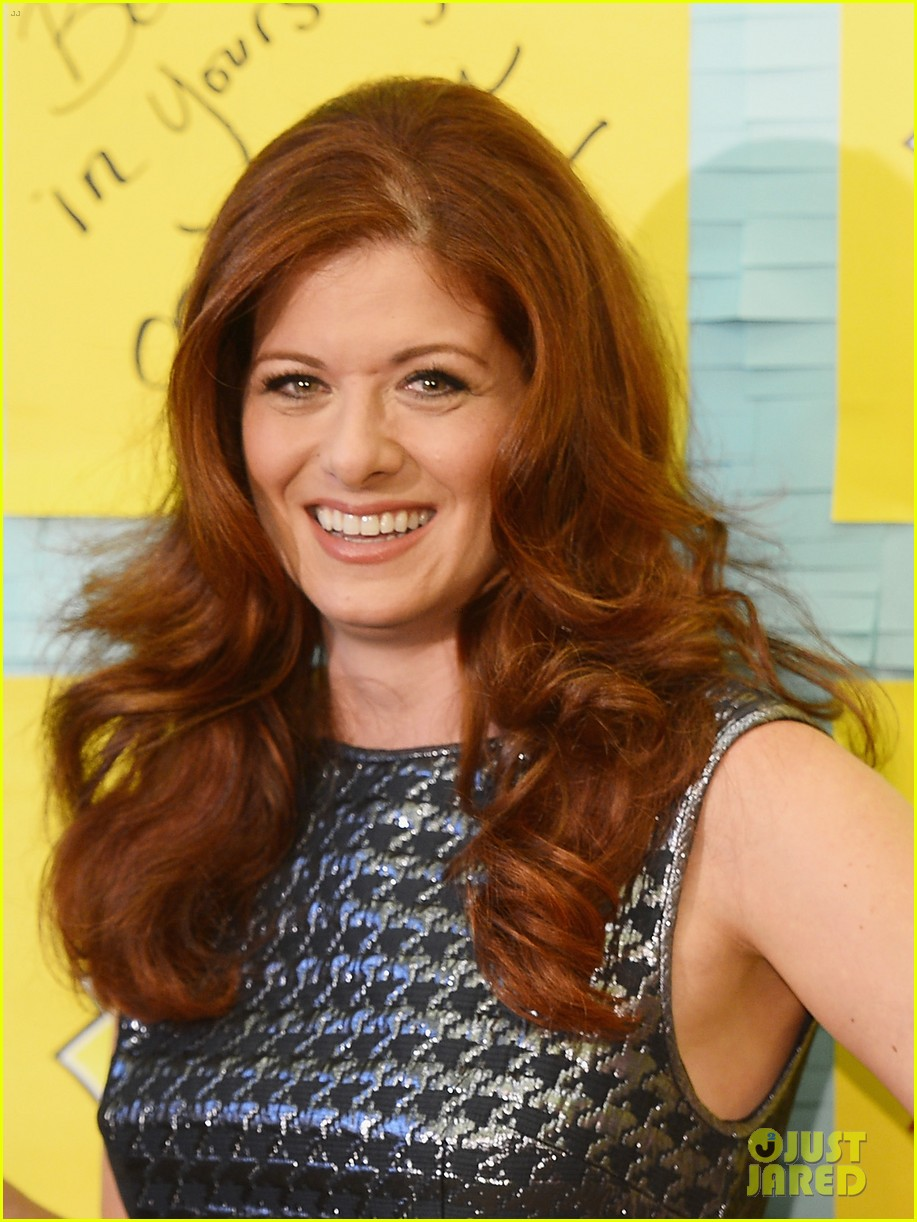 debra messing post it program launch is a smash 02