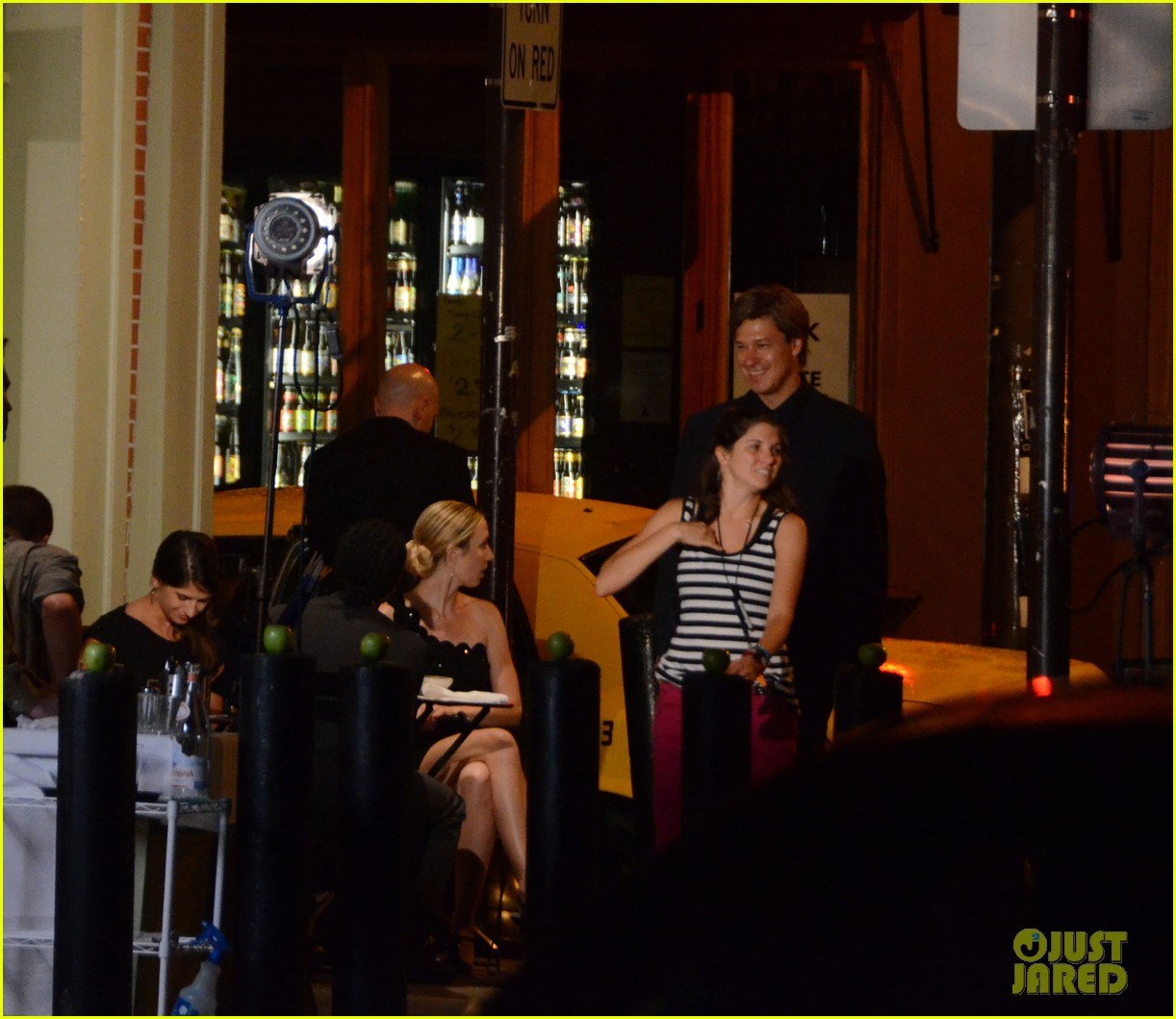 miley cyrus liam hemsworth filming in philly 16