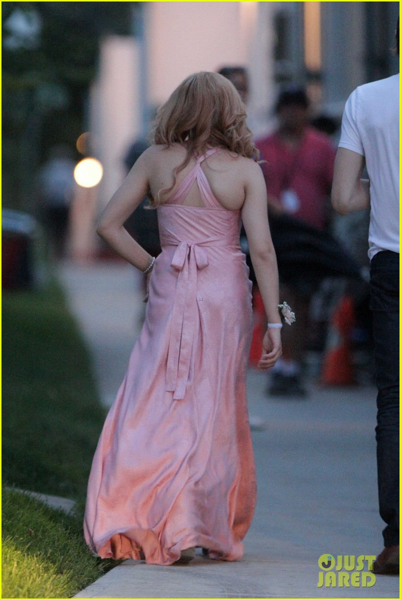 chloe moretz blood soaked on carrie set 29