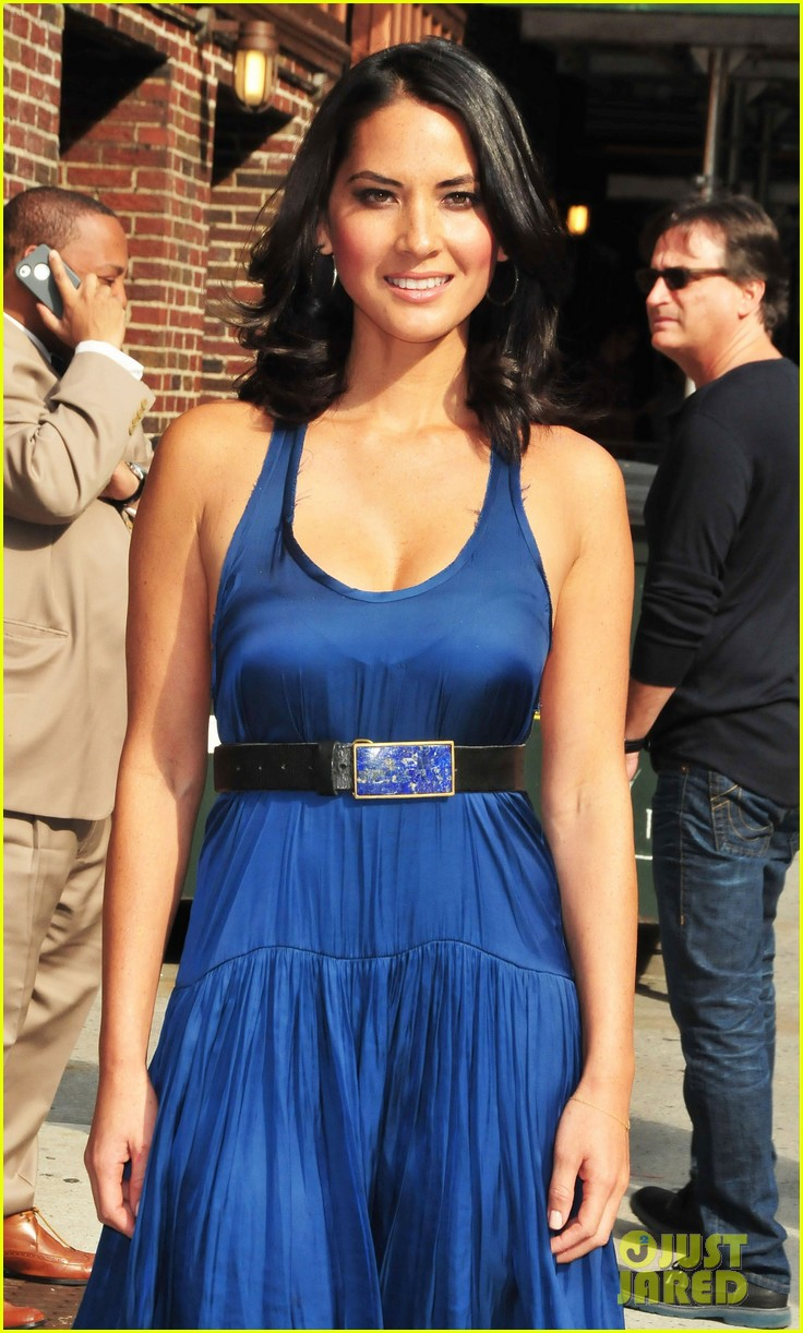 olivia munn fist bump david letterman 10