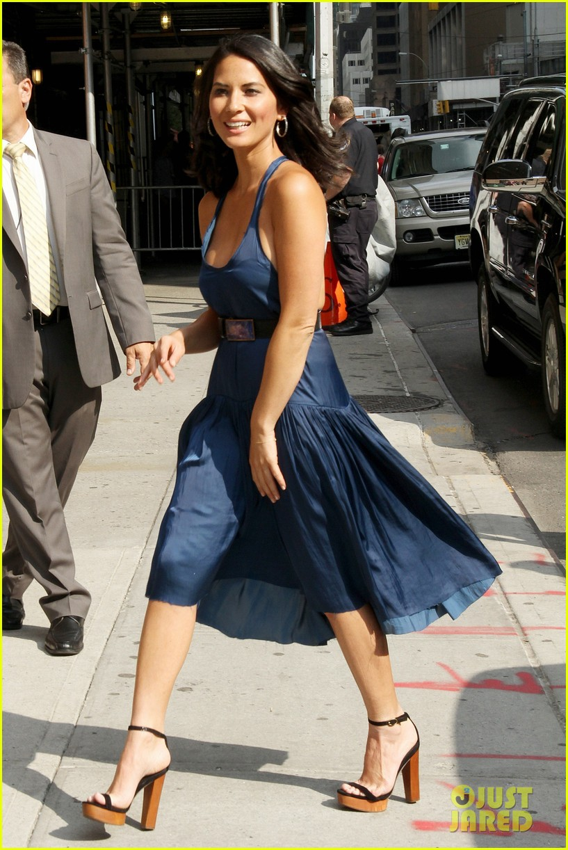 olivia munn fist bump david letterman 222705831