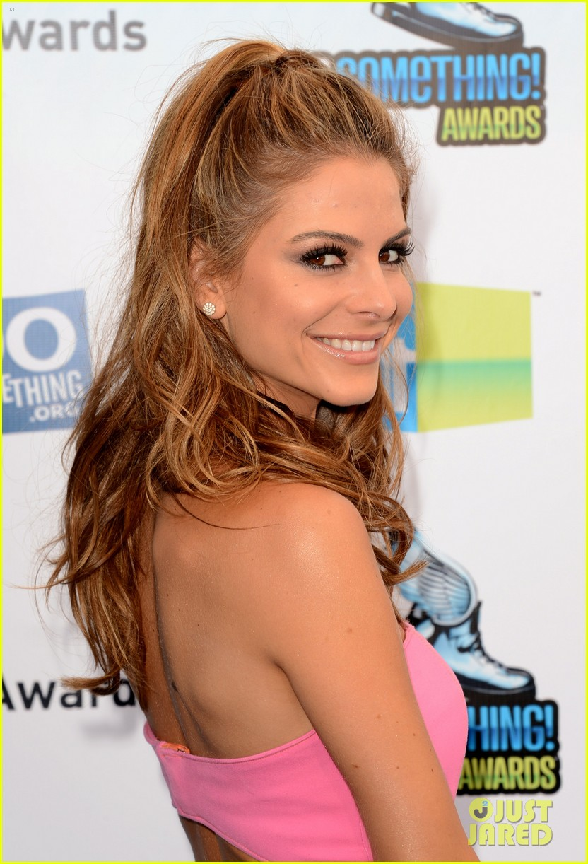 kelly osbourne maria menounos do something awards 2012 blue carpet 042705548