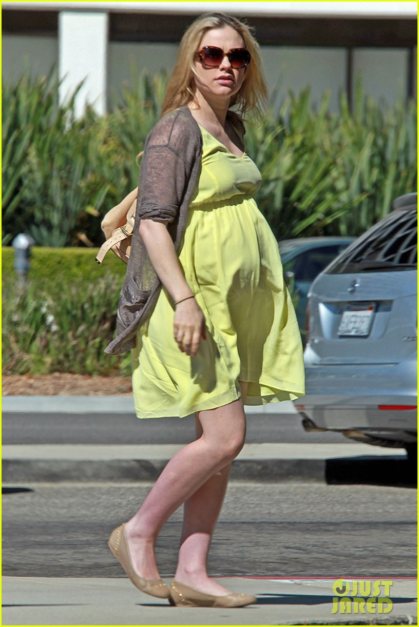 anna paquin yellow dress baby bump 052709541