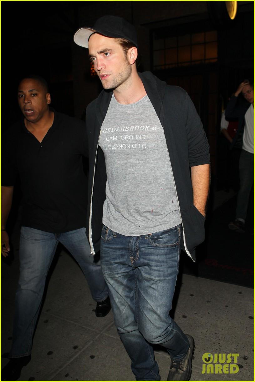 Robert Pattinson noite aldeia a leste de fora 02