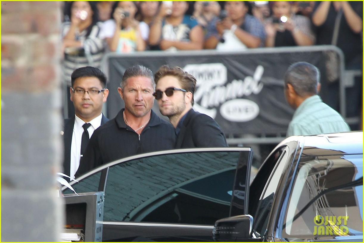 robert pattinson jimmy kimmel live appearance 23