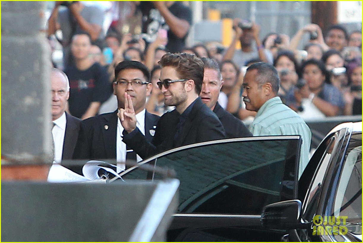 robert pattinson jimmy kimmel live appearance 34