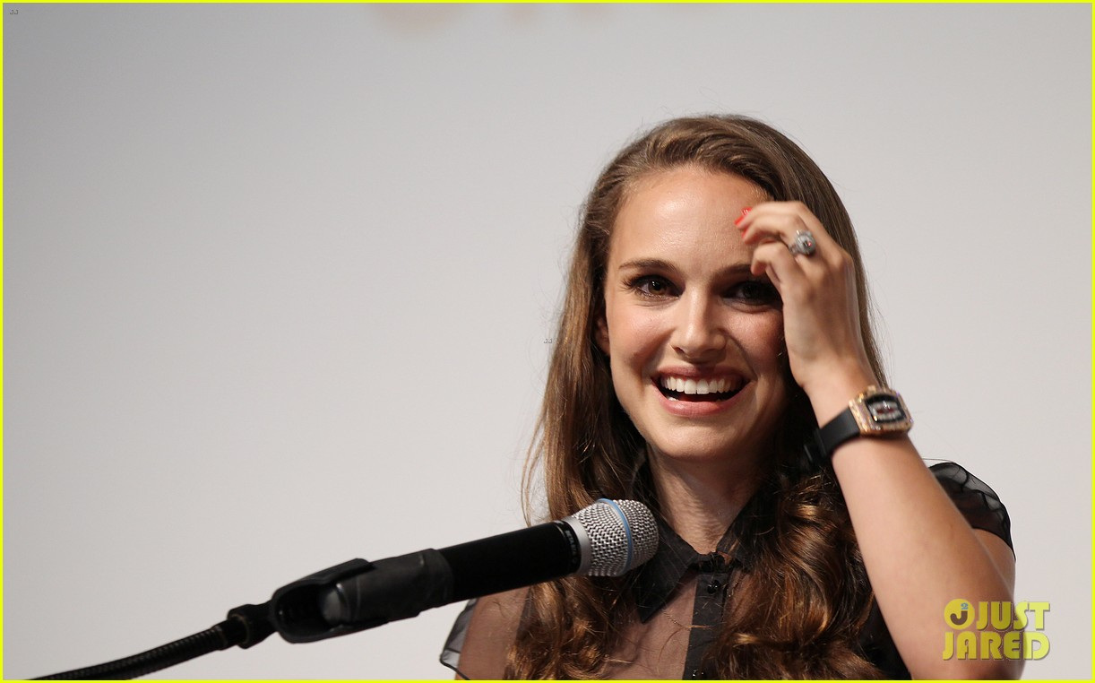 natalie portman campaigns for president obama 11