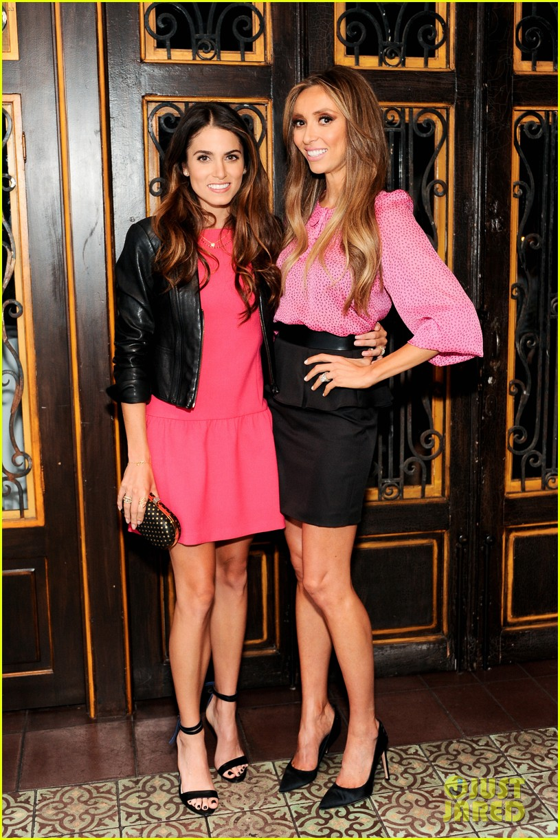 nikki reed shenae grimes pink ladies fight breast cancer 04
