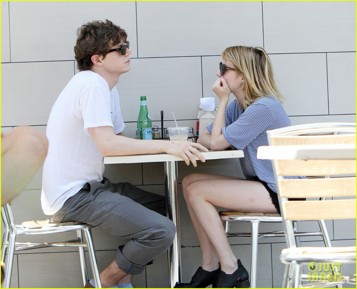 emma roberts evan peters coffee couple 03