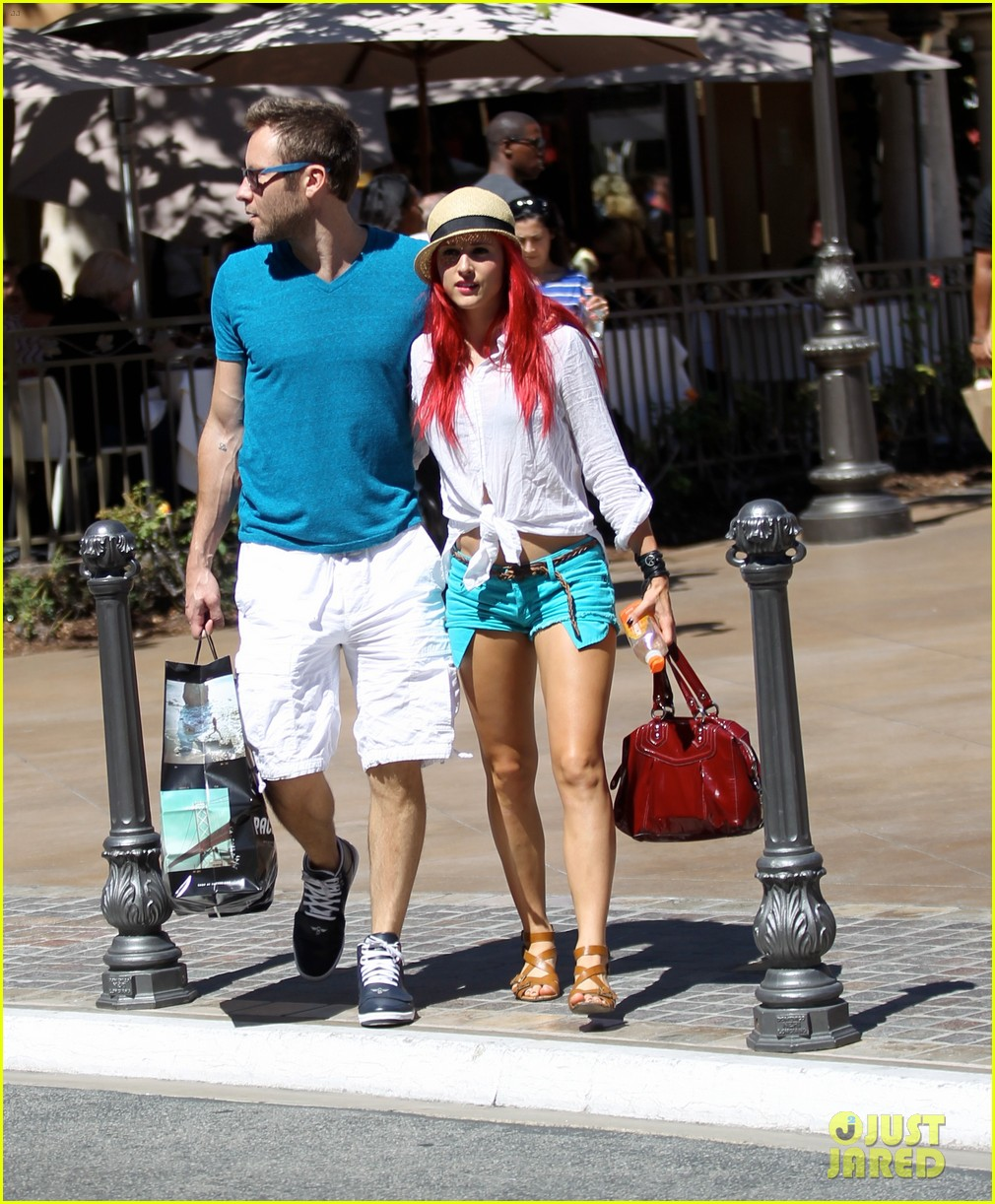 michael rosenbaum shopping with mystery gal 03