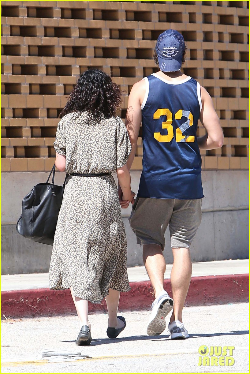 rumer willis jayson blair holding hands 02