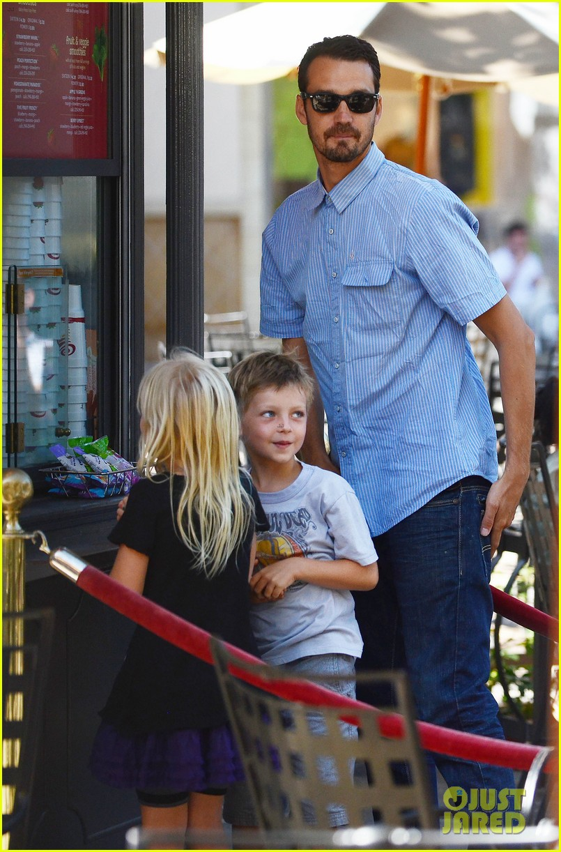 rupert sanders back to school shopping with the kids 03