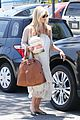 sarah michelle gellar shopping coffee bean stop 04