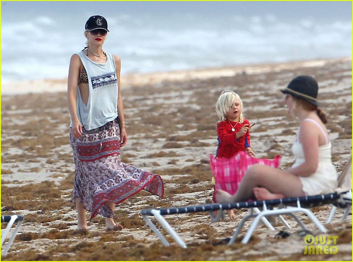 gwen stefani gavin rossdale palm beach kisses 08