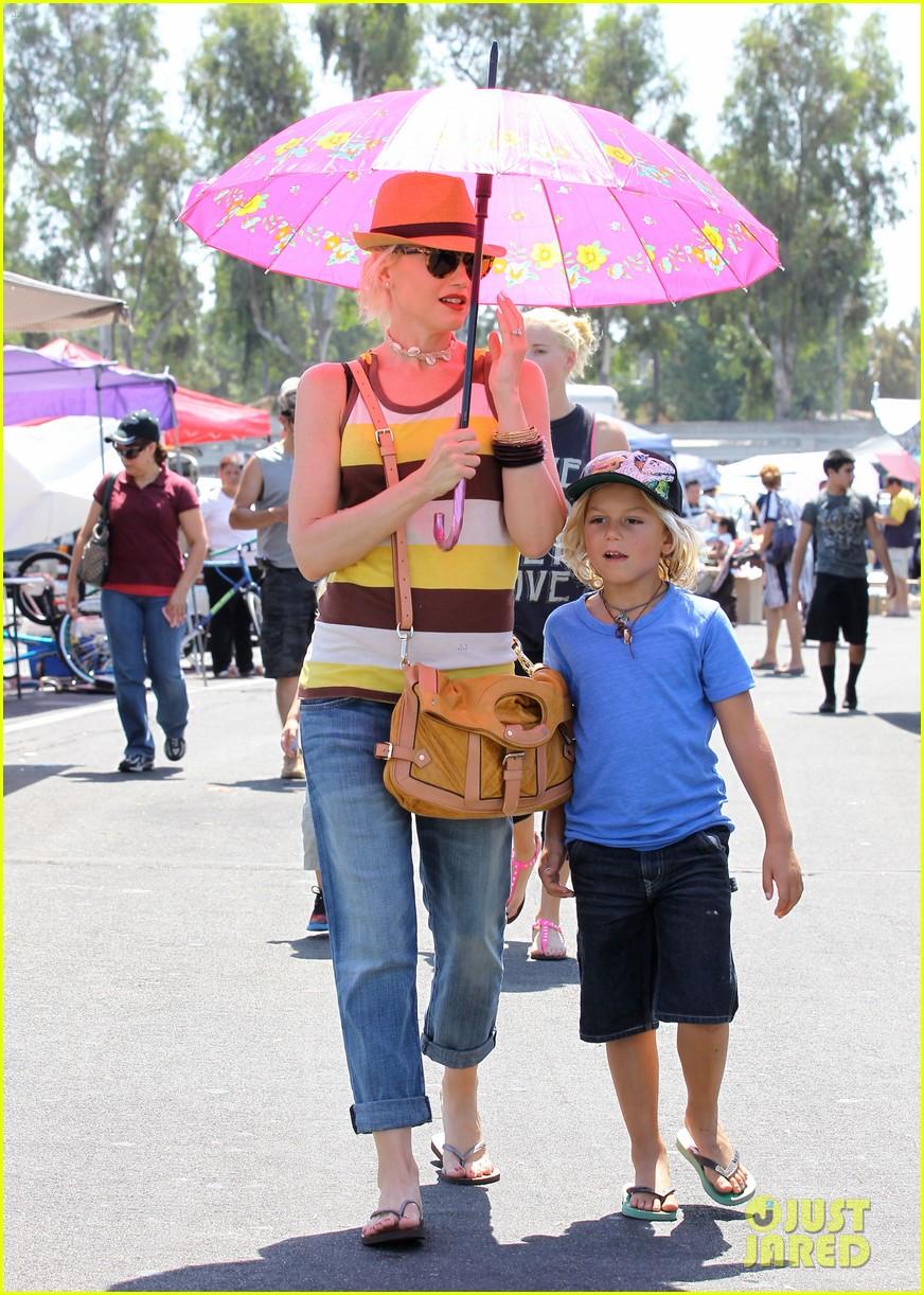 Gwen Stefani: Umbrella in Orange County! Gwen Stefani