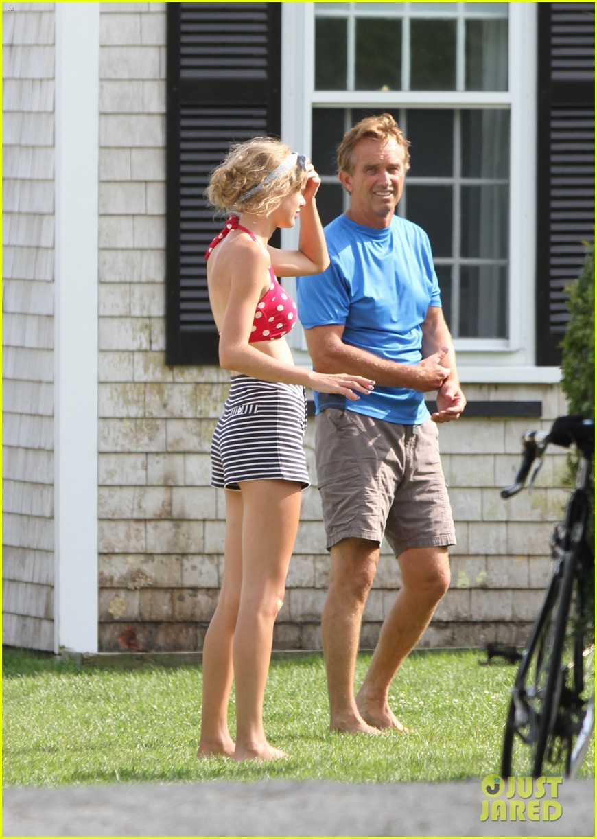 taylor swift kennedy compound with conors dad 032701369