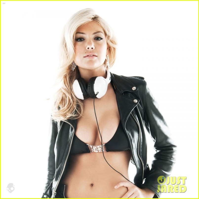 kate upton chrissy teigen bikini babes for skullcandy 11