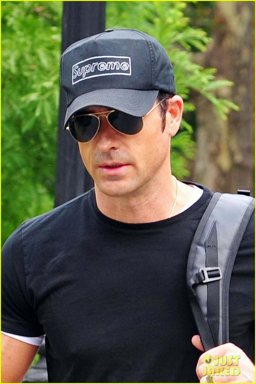 justin theroux central park stroll 02