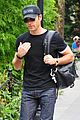 justin theroux central park stroll 03
