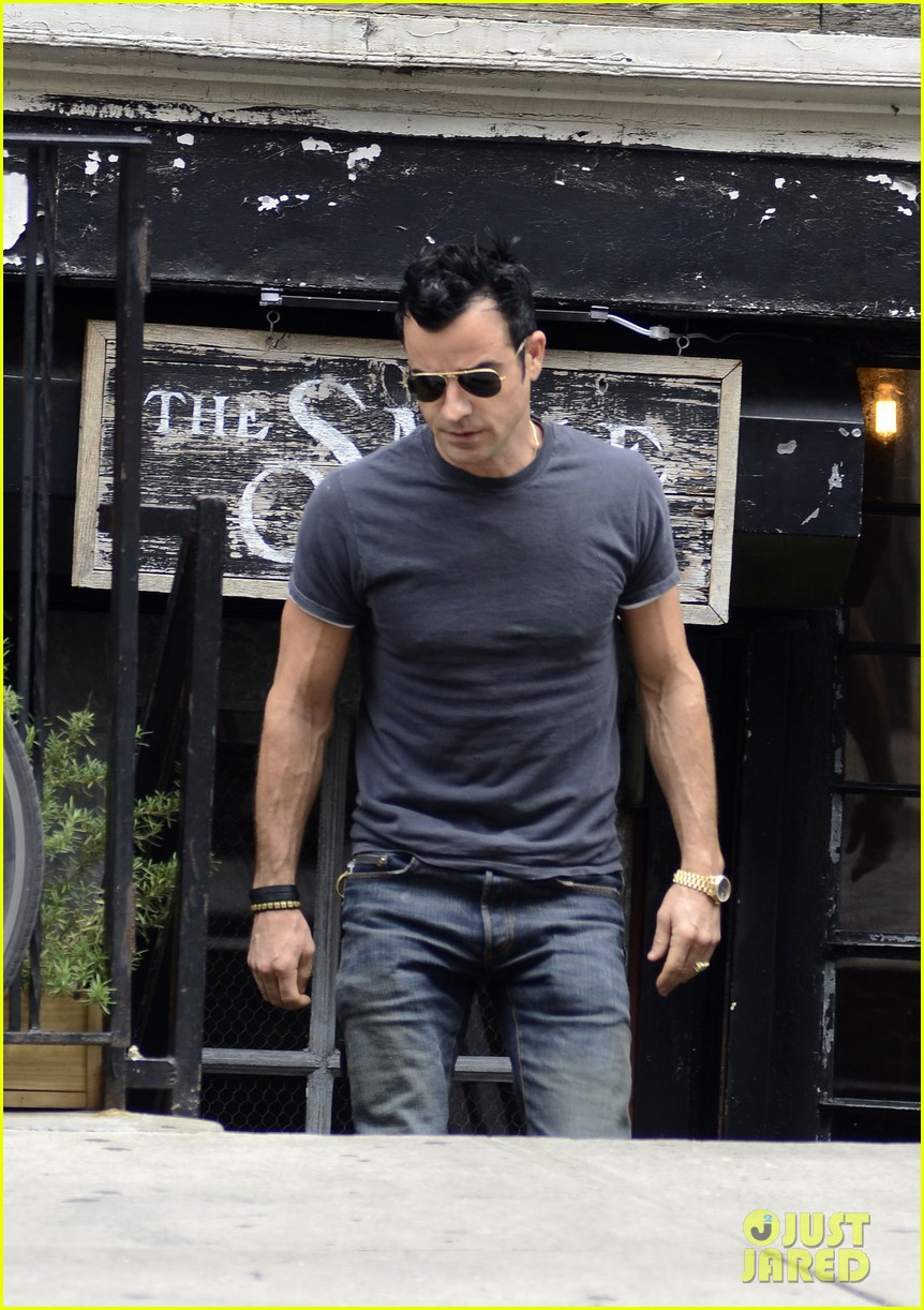 justin theroux steps out post engagement 02